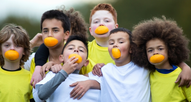boys-with-oranges-in-mouth_0