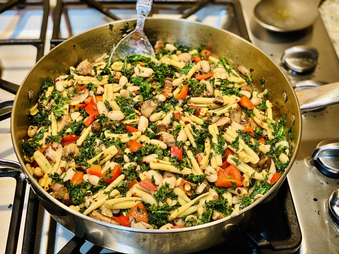 Quick Weeknight Dinner Recipe: Kale and White Bean Pasta