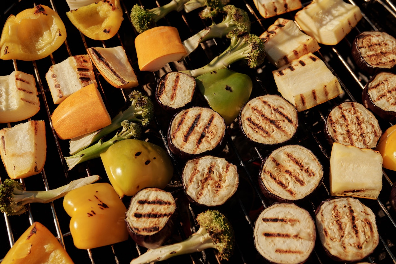 Tips to Stay Healthy and Safe at Summer Cookouts
